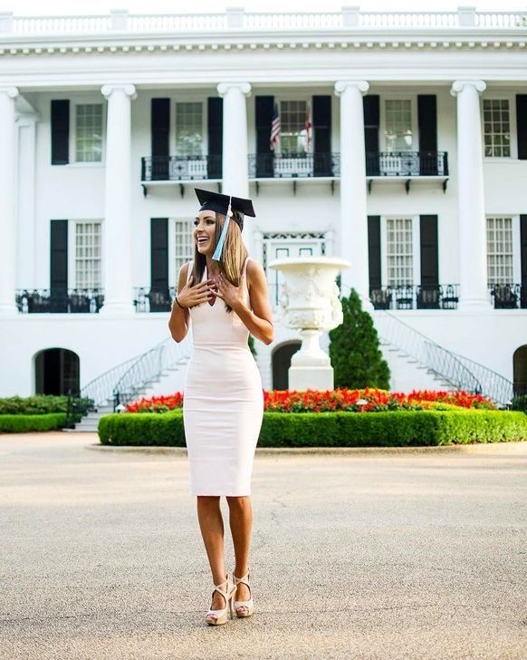 50 Gorgeous College Graduation Outfits Ideas For Women #graduationdresscollege