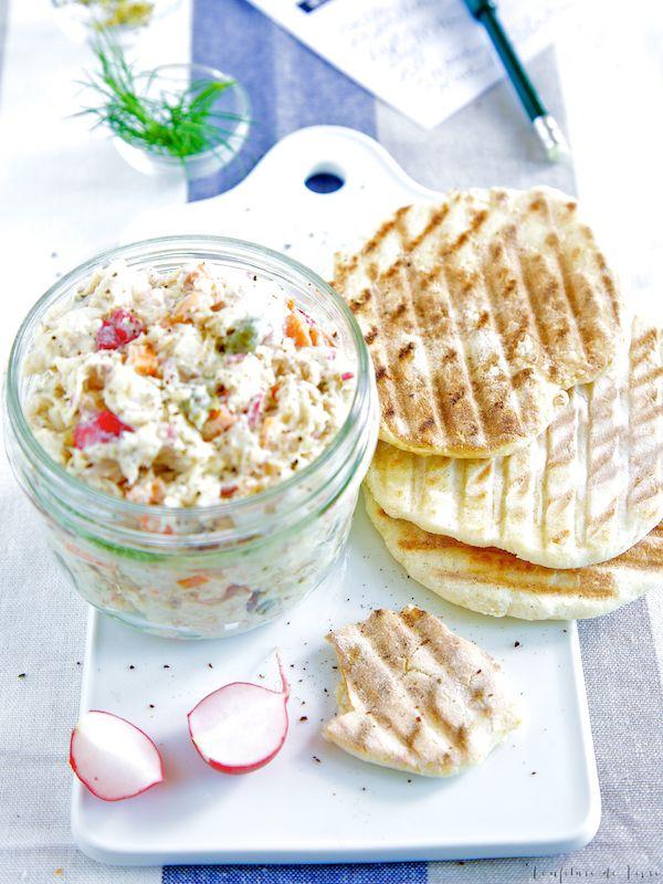 Forellen-Rillettes auf Kümmel-Fenchel-Brot dazu Chablis - ein leichtes Rezept des französischen Klassikers, der bestens zu einem Apéritif passt