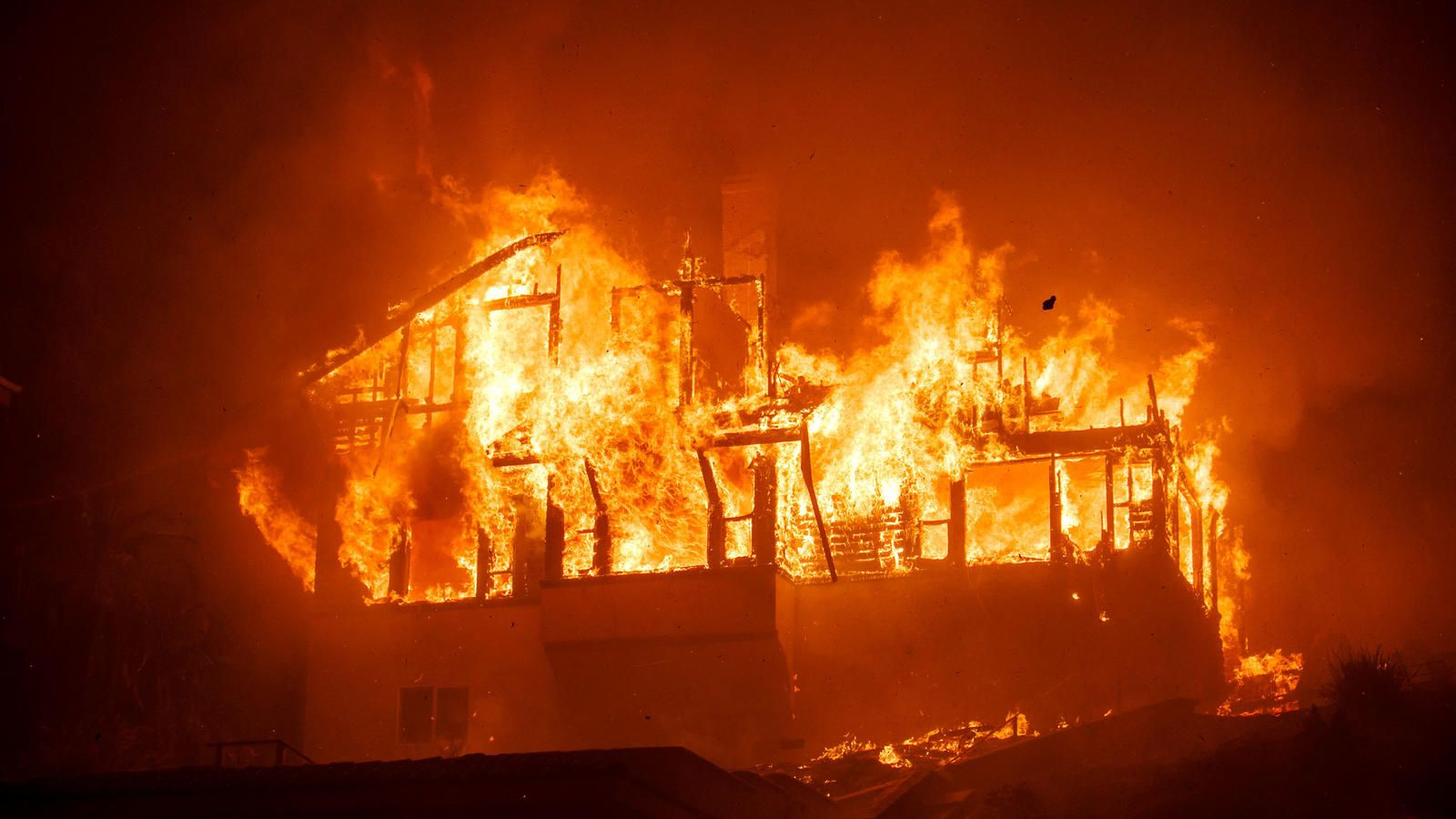 Southern California Fires Live Updates New Evacuation Orders Issued For Carpinteria And Montecito As Thomas Fire Again Rages Out Of Control Ventura County California Wildfires Fire