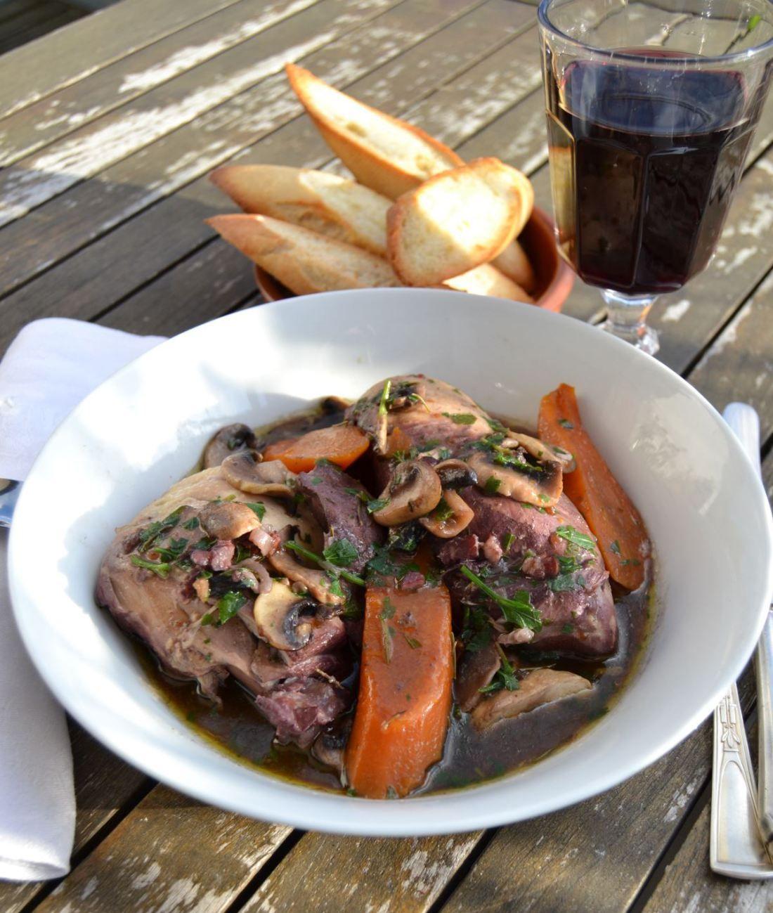 Hähnchen in Rotwein - Coq au Vin | Chicken | Pinterest | mediterrane ...