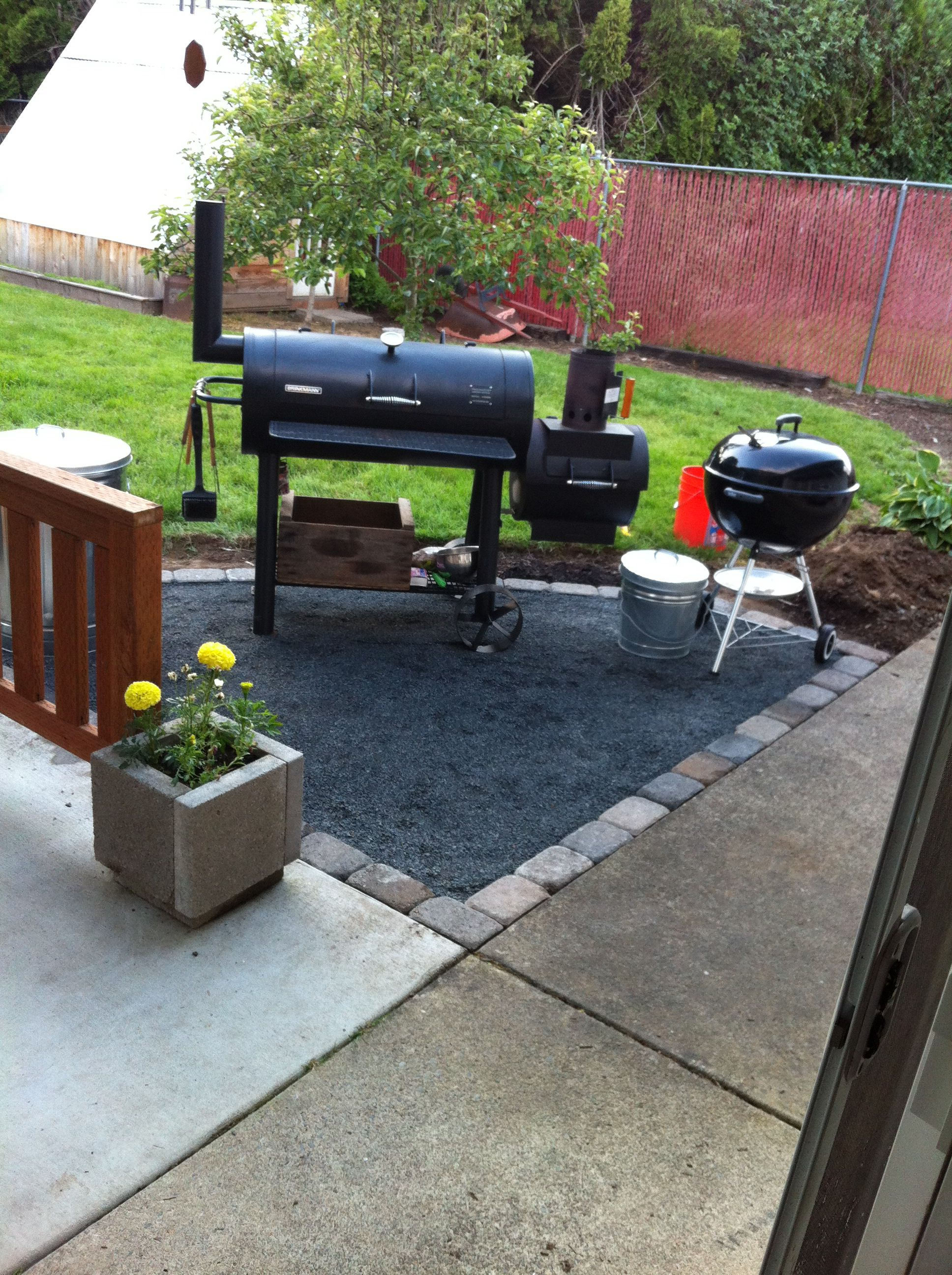 Bbq Area With Pavers And Gravel Super Easy Afternoon Project Diy Backyard Patio Backyard Grilling Area Backyard Grill Ideas