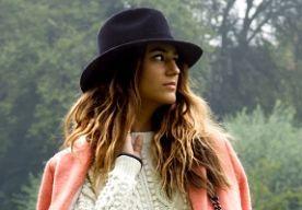26-Oct-2013 12:09 - SHOP DE LOOK: SORAYA BAKHTIAR. Weekend has begun! Tijd voor shopping en inspiratie. Deze week in de 'shop de look' überblogger Soraya Bakhtiar! De 23-jarige Soraya is van Egyptische en Iraanse afkomst, opgegroeid in Zwitserland en currently living in Londen. Met haar boho meets rockish meets chic stijl weet ze velen te inspireren en dat maakt haar tot een van de grootste bloggers op deze aardbol.