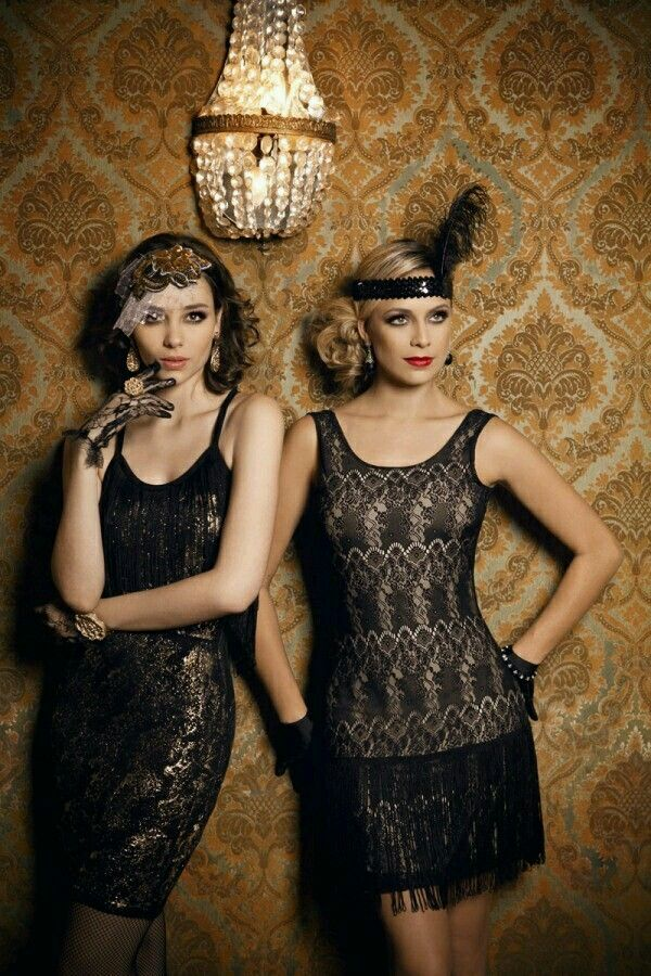 The Roaring 20 S Was A Time Of Speakeasies Burlesque Fler And Charleston 1920s Great Gatsby Style