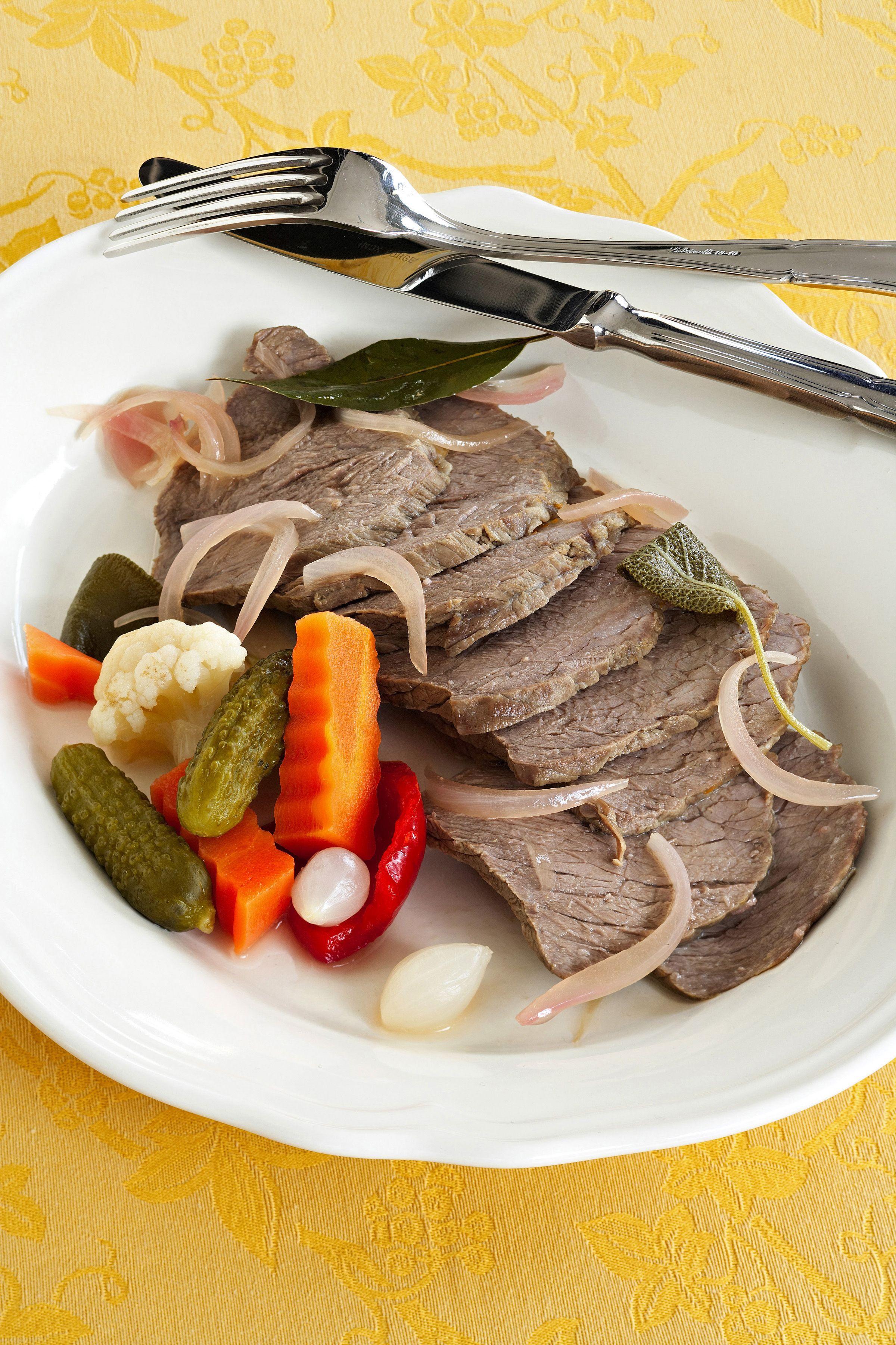 Scopri la ricetta del bollito in carpione proposta da Sale Pepe e riporta  in tavola i profumi 0061b00a059e