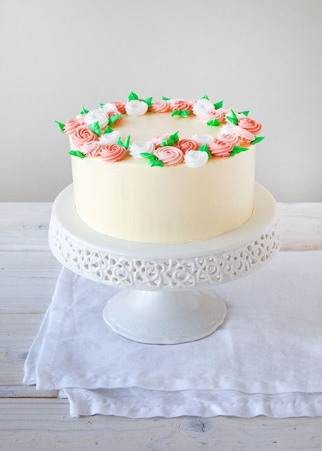 Cake Decorating Crowns : Flower Crown Cake: How to Make Royal Icing Rosettes ...