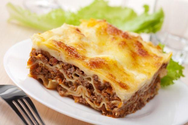 """750g vous propose la recette """"Lasagnes gourmandes à la bolognaise"""" notée 4.2/5 par 66 votants."""