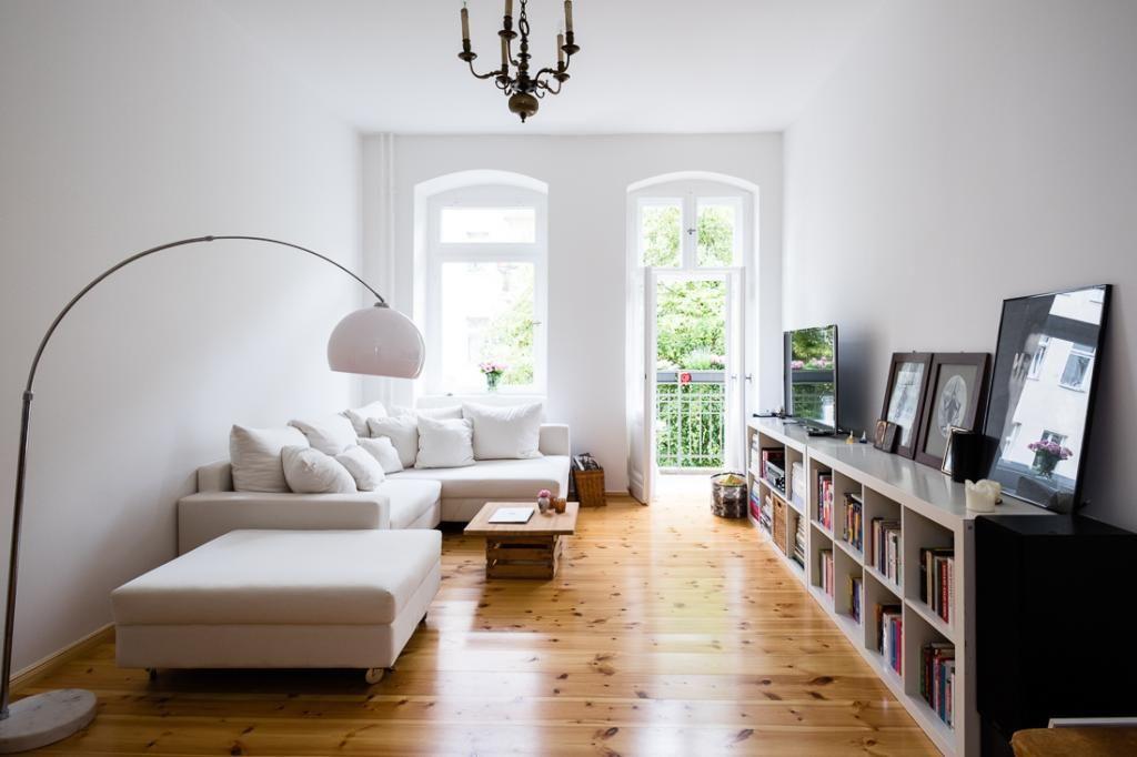 Wunderschönes helles Wohnzimmer in geräumiger 3-Zimmerwohnung in - grose fenster wohnzimmer