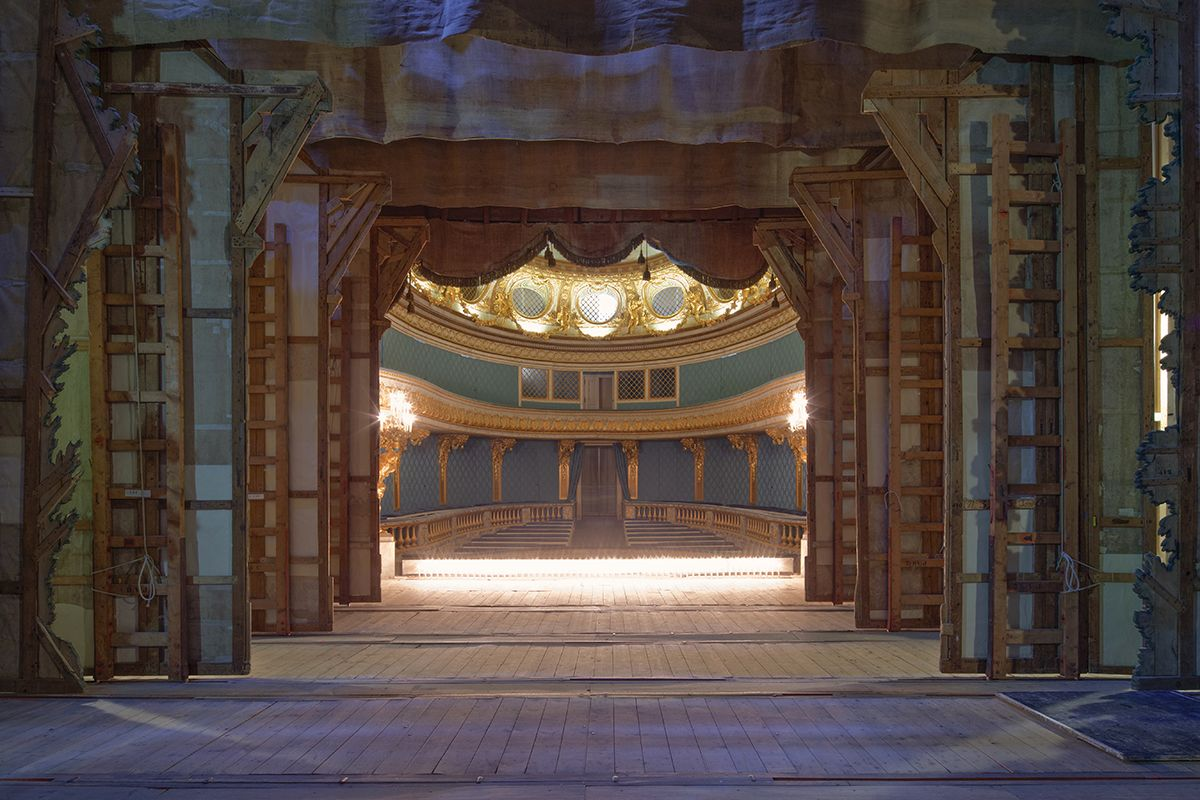 10 Dizzying Photographs Of Empty Parisian Theaters