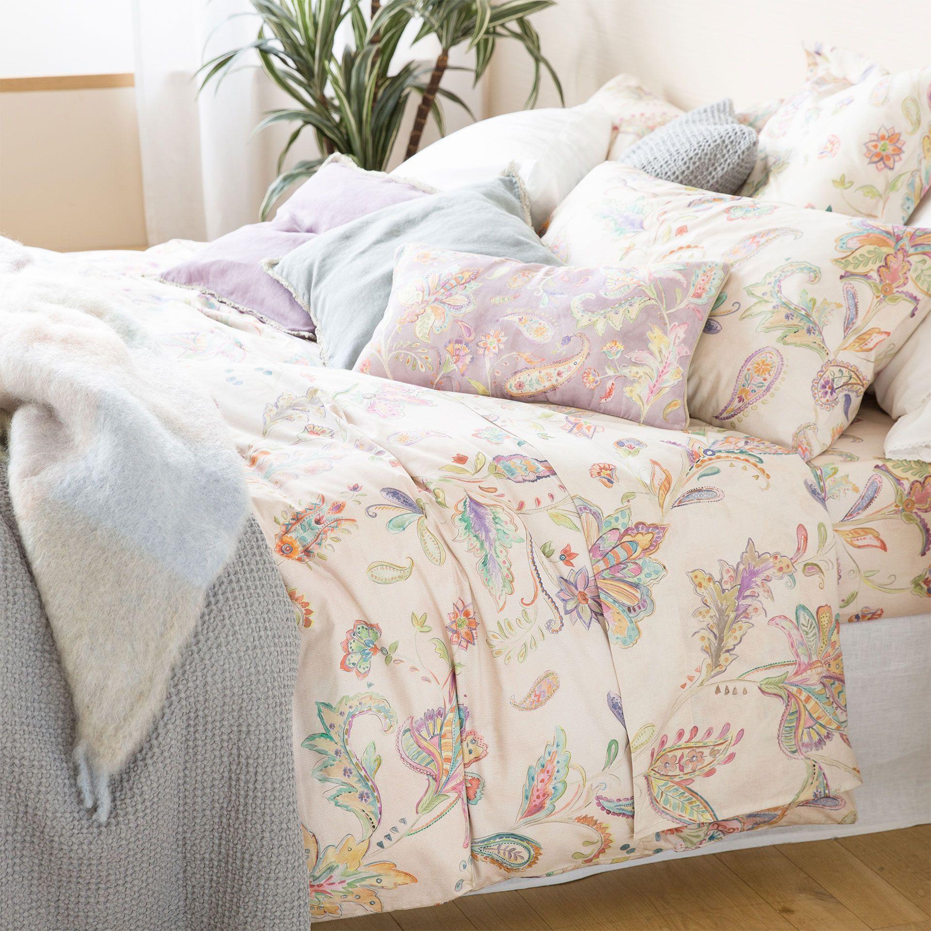 bettw sche mit blumenprint in rosa bettwaesche bett und schlafzimmer. Black Bedroom Furniture Sets. Home Design Ideas