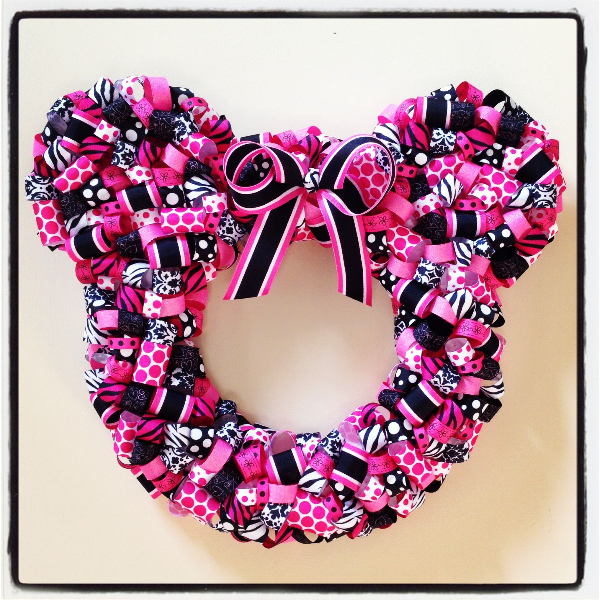 Photo of Minnie Mouse ribbon wreath.