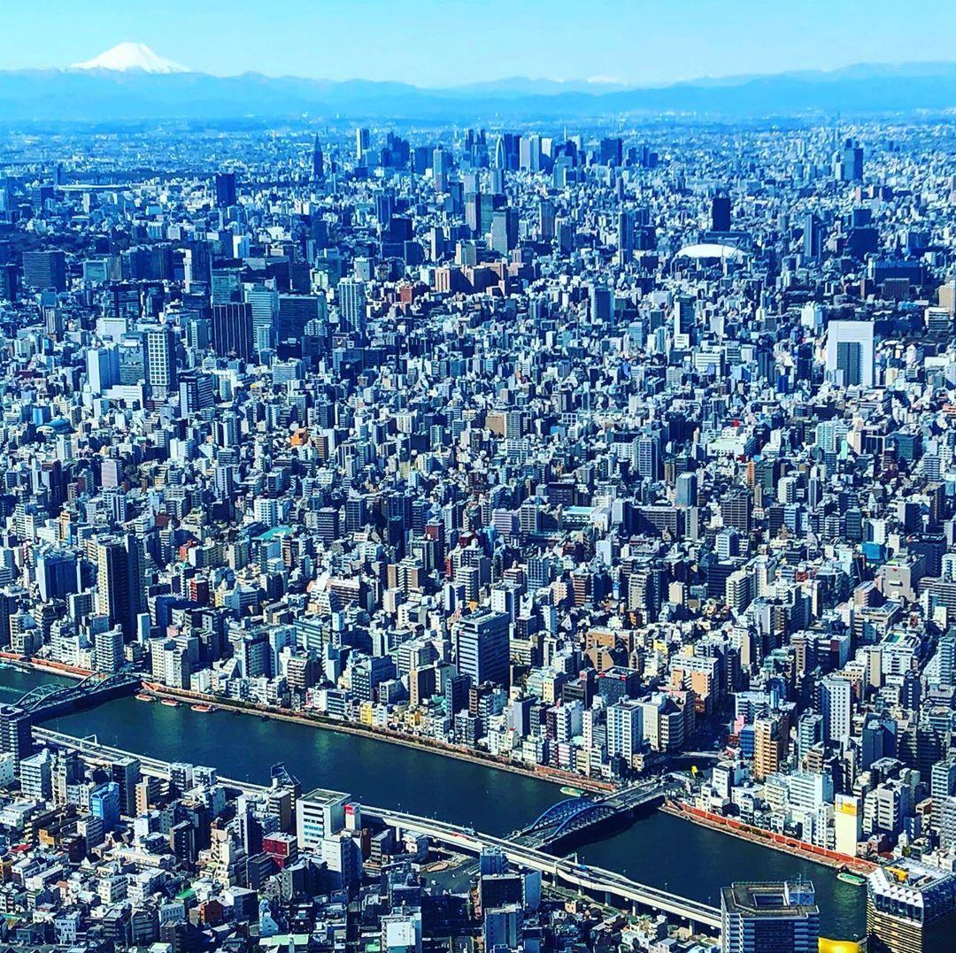 #tokyo #oshiage #tokyoskytree #soramachi #sky #bluesky #skyscraper #450m #city #sumidariver #mtfuji  #東京 #押上 #東京スカイツリー #ソラマチ #空 #イマソラ #晴天 #青空 #影 #街並み #隅田川 #展望台 #富士山 #🗻