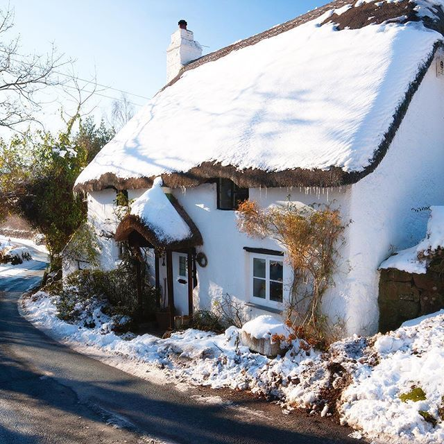 A Lovely Snowy Thatched Cottage In Lustleigh Devon Looking Even