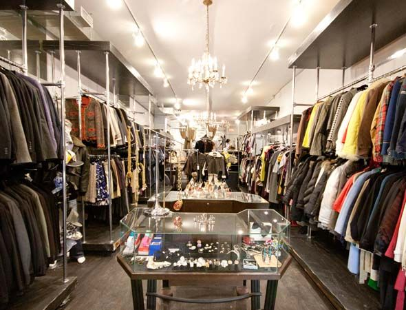Fashionably Yours Designer Consignment Shop Queen Street West Toronto Ontario Can Designer Consignment Consignment Boutique Consignment Stores