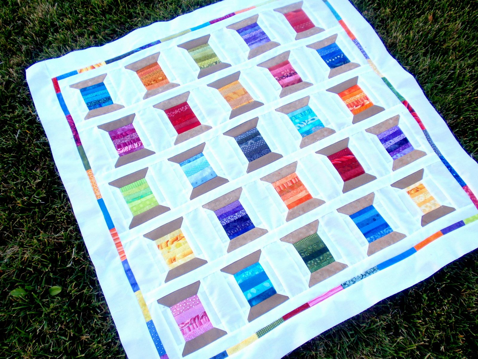 TUTORIAL: Spool Shuffle Quilt | Quilt, Spool quilt and Dress blues : spool quilt - Adamdwight.com