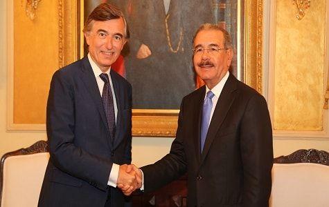 Danilo Medina recibió despuntando el mediodía de al secretario general adjunto de la Organización de las Naciones Unidas (ONU), Philippe Douste-Blazy