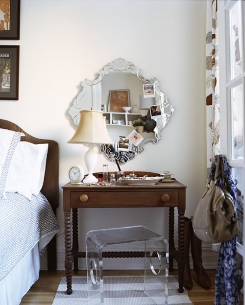 Best Mirror Behind The Nightstand And Little Bench To Tuck 400 x 300