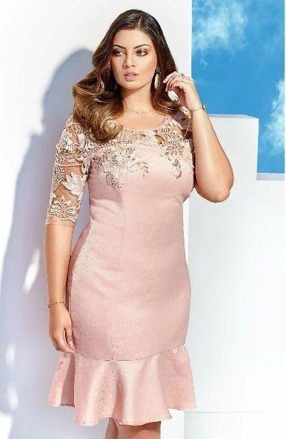 8e8d44738 O vestido confeccionado em jacquard com modelagem tubinho ganha ainda mais  sofisticação pelos detalhes em renda