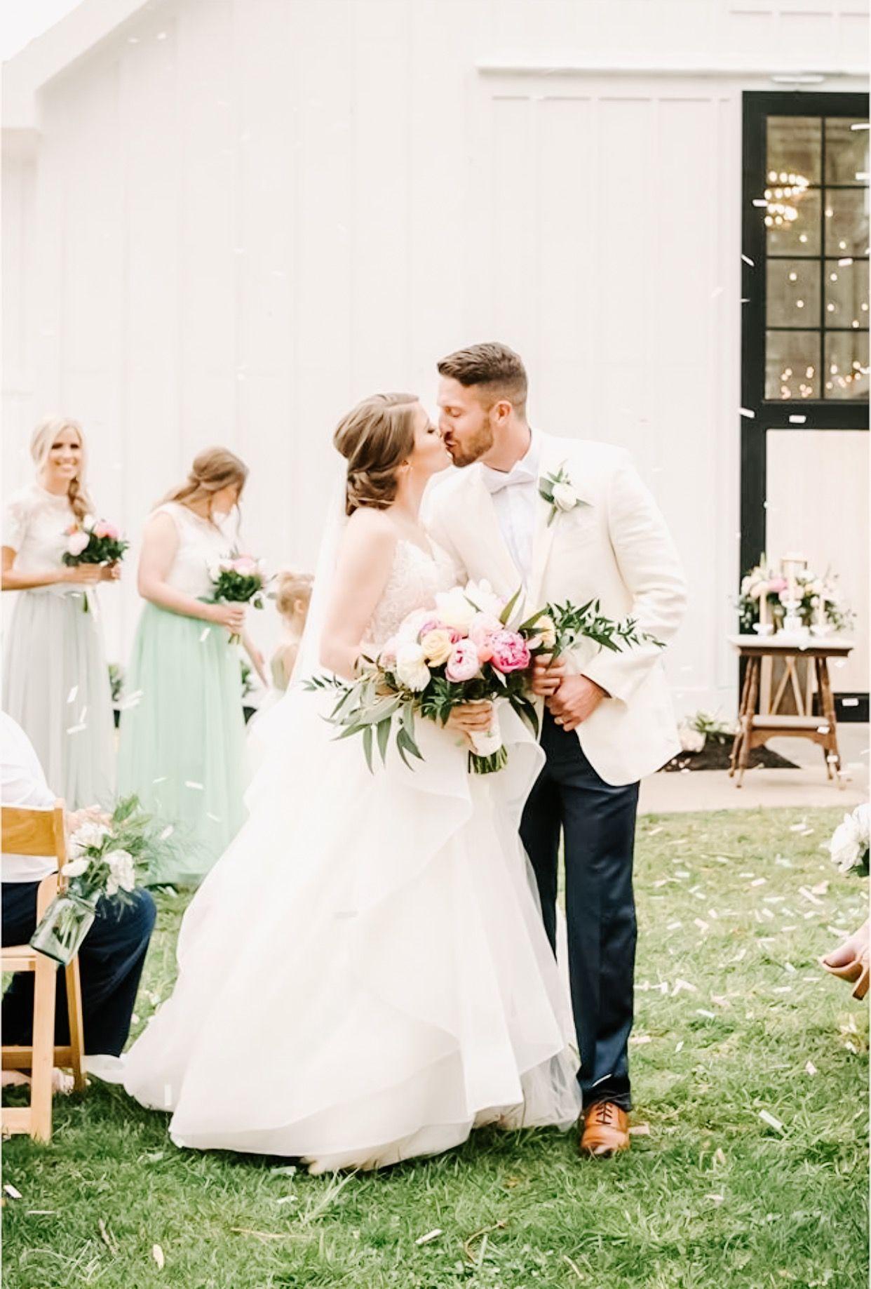 Ashford Acres Inn Bride And Groom Kentucky Wedding Venues Kentucky Wedding Historic Wedding