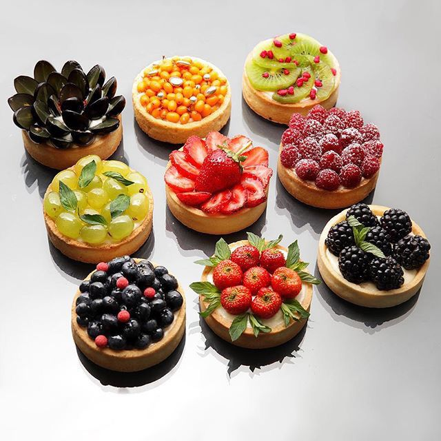 Beautiful fruit tarts. Inspiration for how to decorate this French dessert with fresh fruits. Perfect for spring and summer!