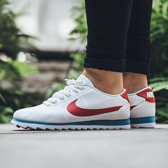 Nike Wmns Cortez Ultra Moire - Summit White Varsity Red available now in- store and online  titoloshop Berne  5378cb332