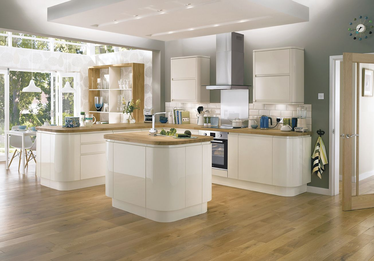 Home kitchen collection kitchen families glendevon family glendevon - The Bayswater Gloss Ivory Kitchen From Howdens Offers A Modern Look With An Integrated Handle To