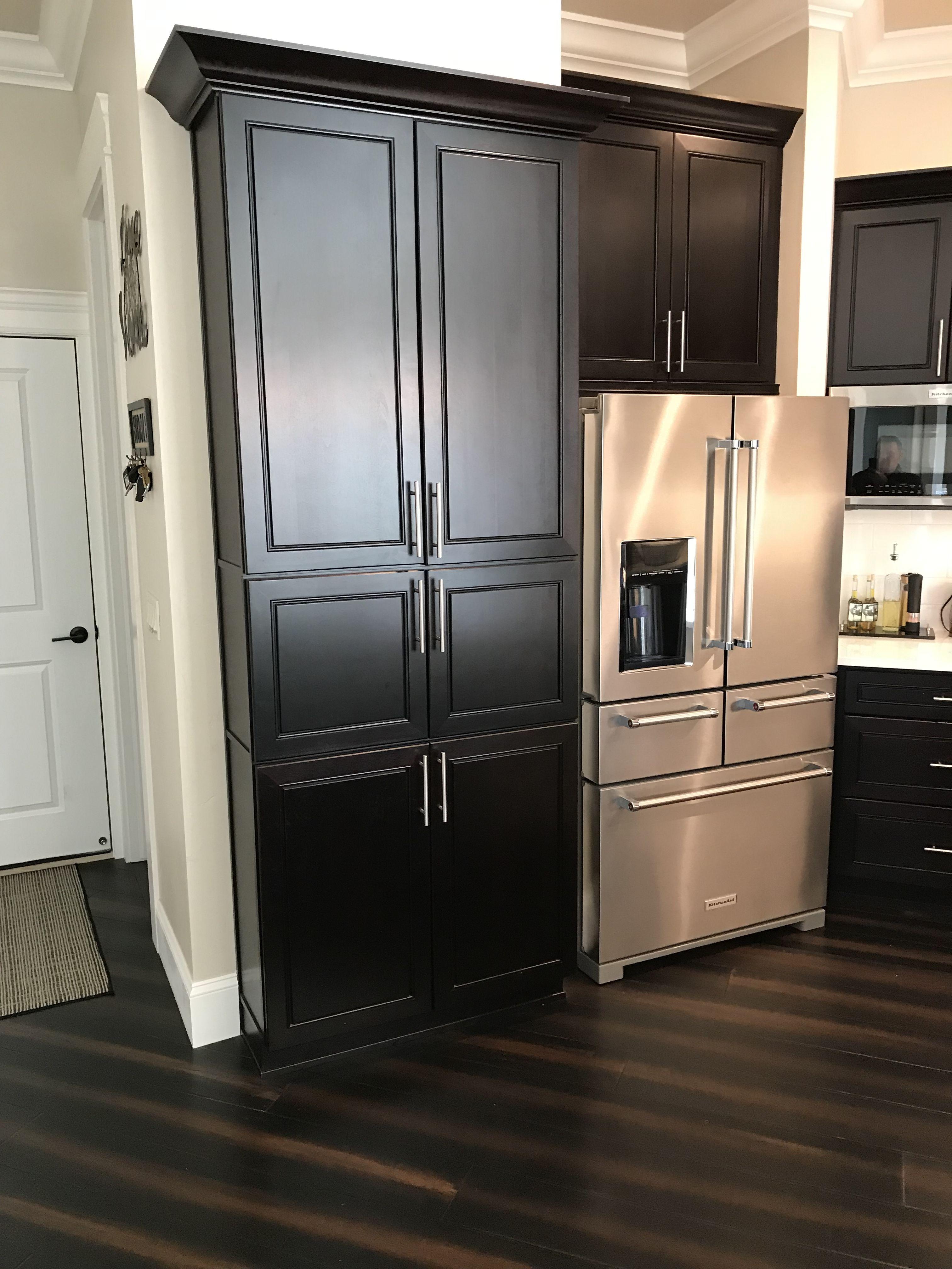 Black Cabinet And White Quartz Countertops In 2020 White Quartz Countertop Black Kitchens Black Cabinets