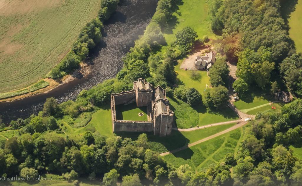 Matt Roberts @TheMattBRoberts  ·  Feb 12 Over Leoch (Doune) #flashbackphoto @Outlander_Starz #outlander @VisitScotland #castles #SomelikeitScot
