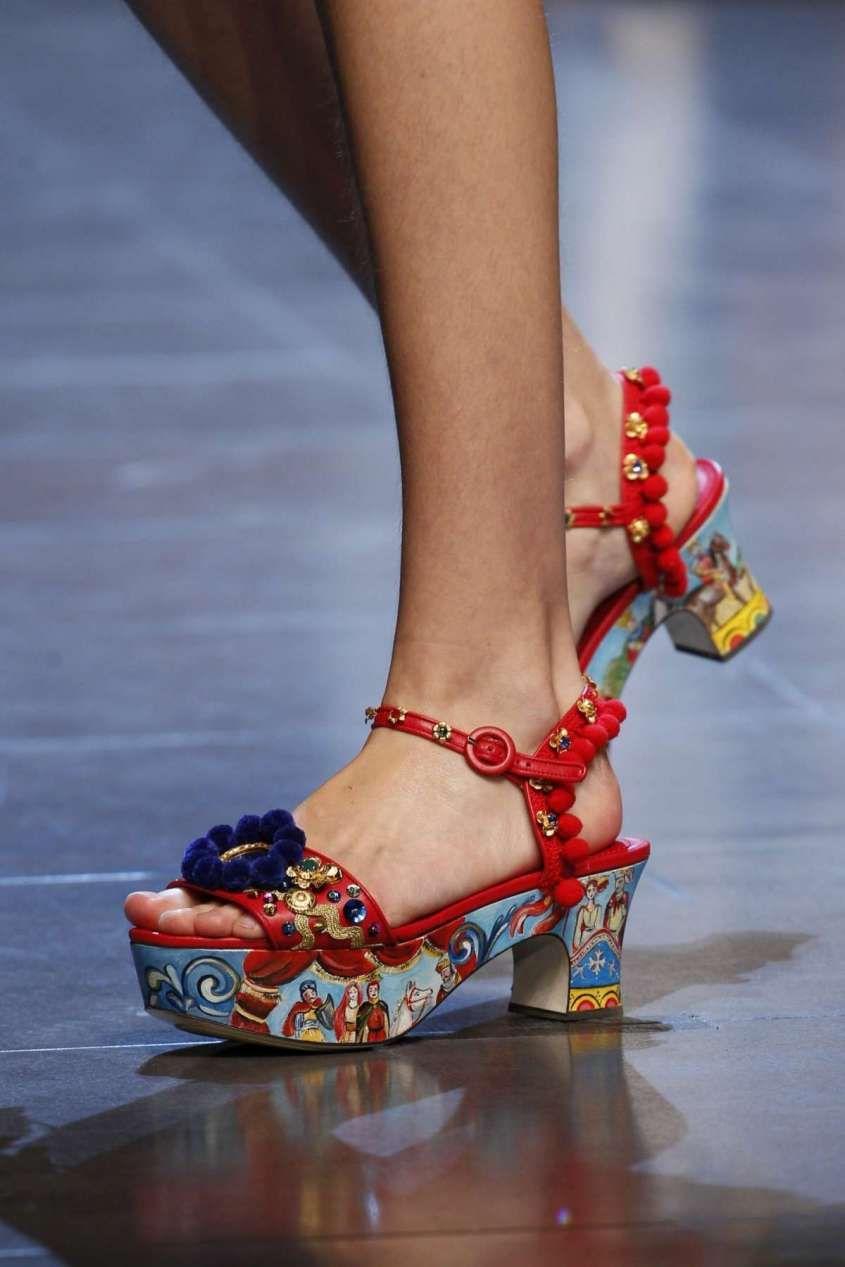 6441158df2c1e Collezione scarpe Dolce e Gabbana Primavera-Estate 2016 - Sandalo con  plateau Dolce   Gabbana