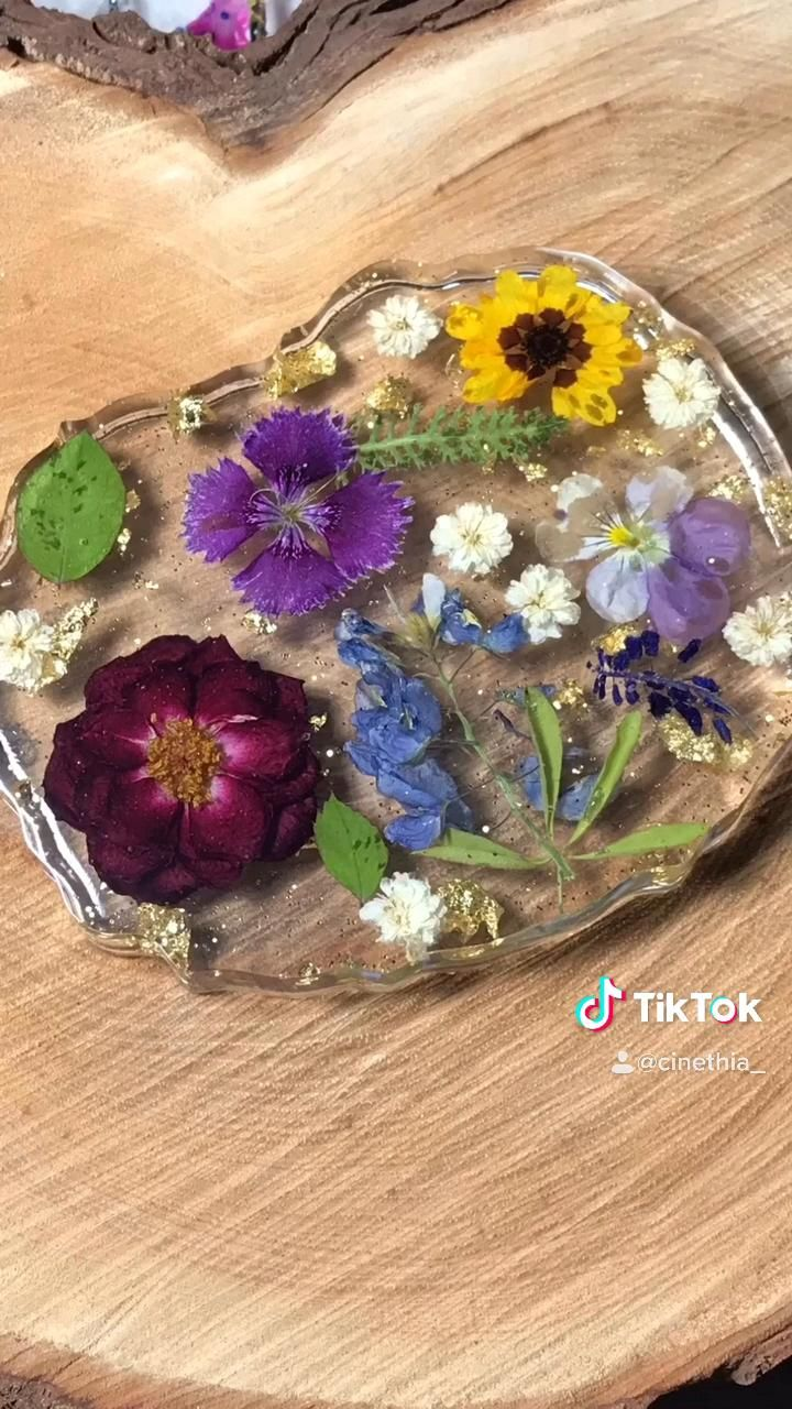 Floral bouquet in resin by cinethia