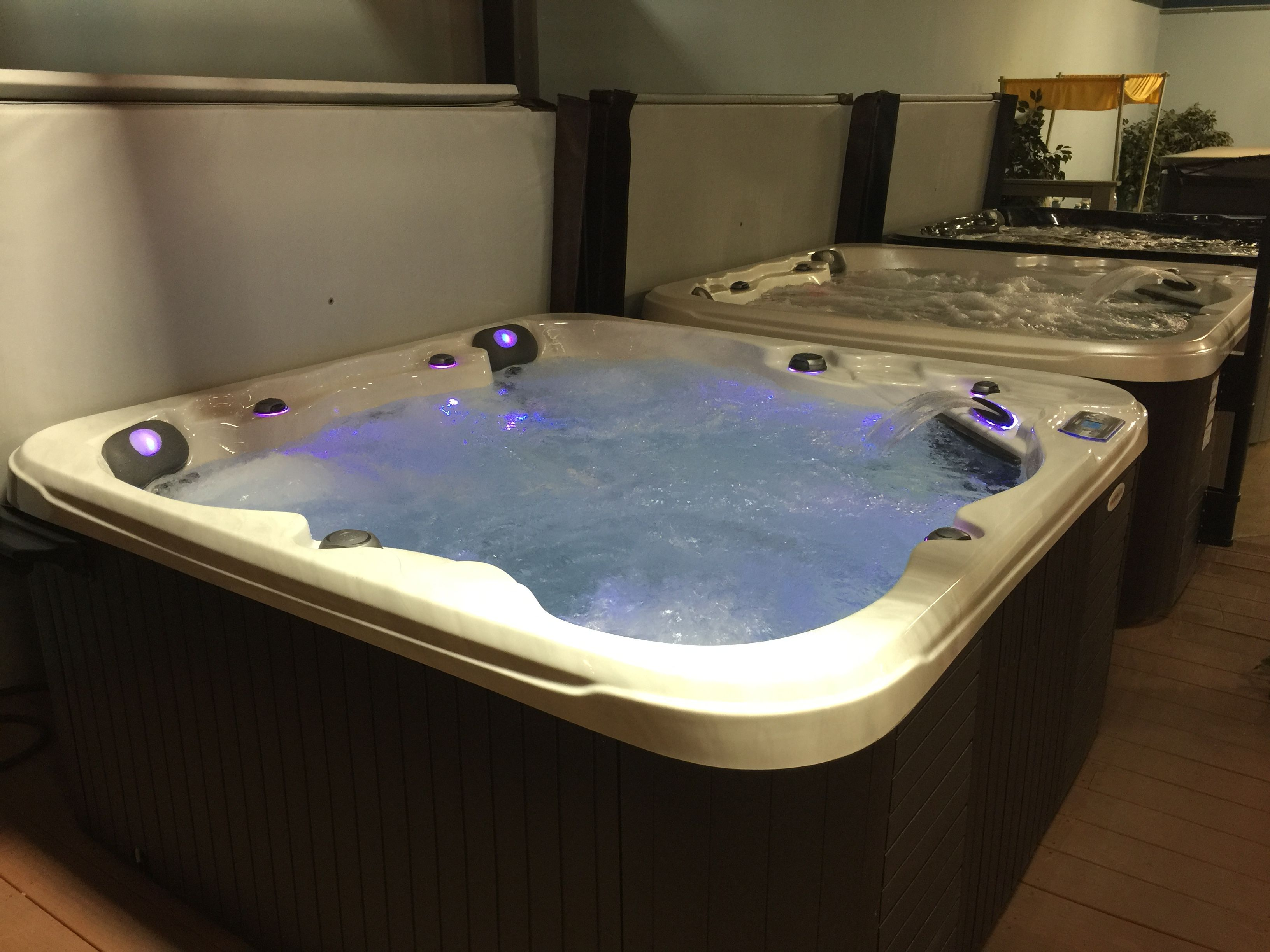 All 3 classes of El Dorado hot tubs built by Aspen Spas in St. Louis ...