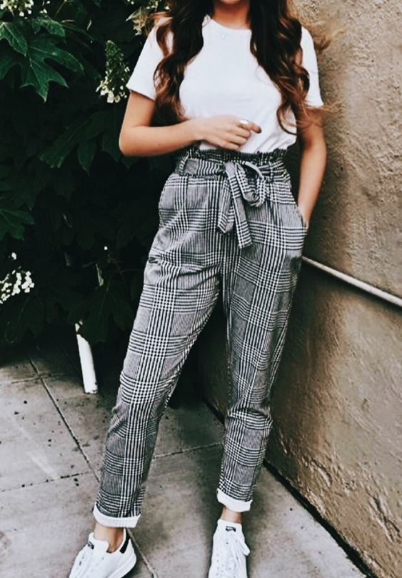 40+ White T Shirt Outfit Classy Street Style Ideas 20