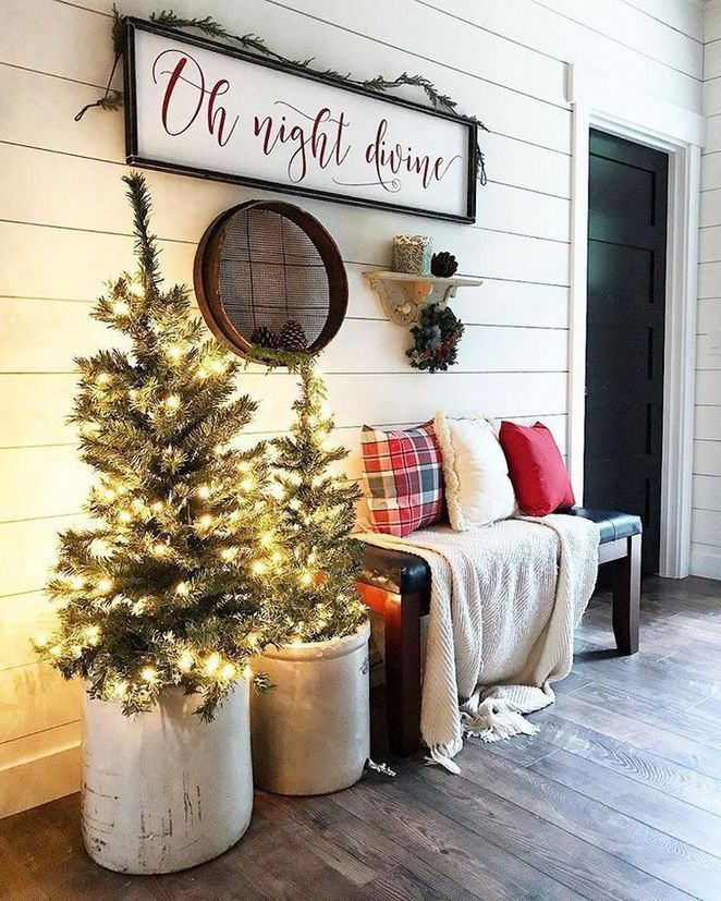 16 Country Christmas Decorations Farmhouse Front Porches 77 Bdarop Com Country Christmas Decorations Front Porch Christmas Decor Christmas Entryway