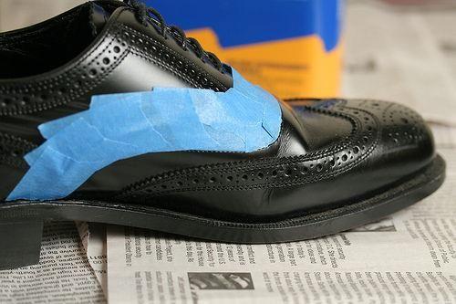 Как обновить кожаную обувь?