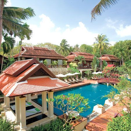 Chaweng Regent Beach Resort, Koh Samui is conveniently located only a short walk away from the vibrant excitement of Chaweng with its many entertainment spots, restaurants and shopping centres, this resort offers the very best location to suit all tastes.
