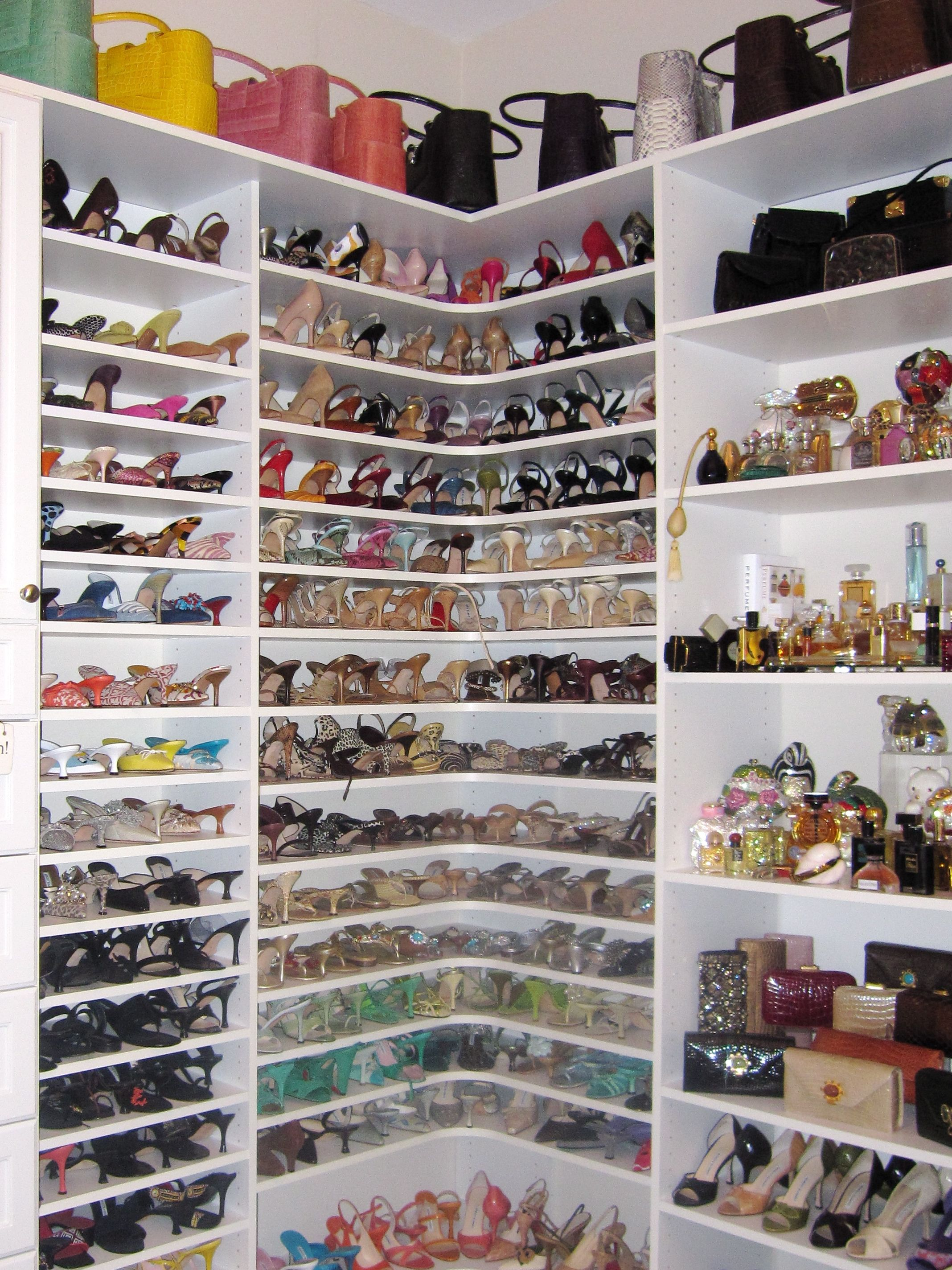 Shoe closet Closet designs, Closet bedroom, Closet storage