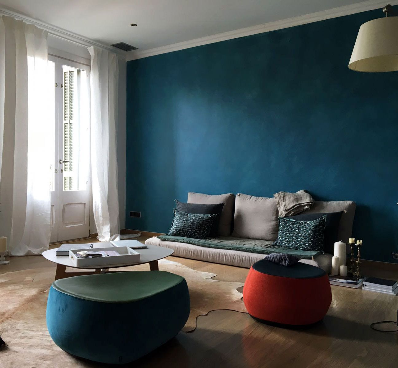 Pared Pintada Con Veladuras Color Azul Petroleo Por Stencilbarcelona Living Room Schemes Colourful