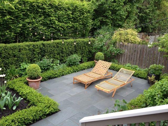 sichtschutz hecken gartengestaltung terrasse holz sonnenliegen