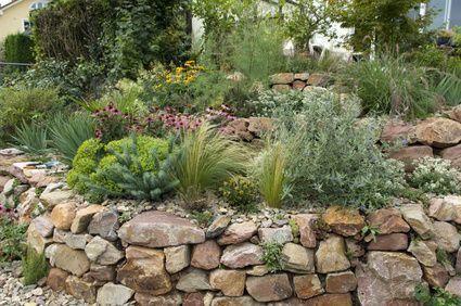 natursteinmauer im garten | Natursteinmauer im Garten anlegen und bepflanzen - S...  - Garten -