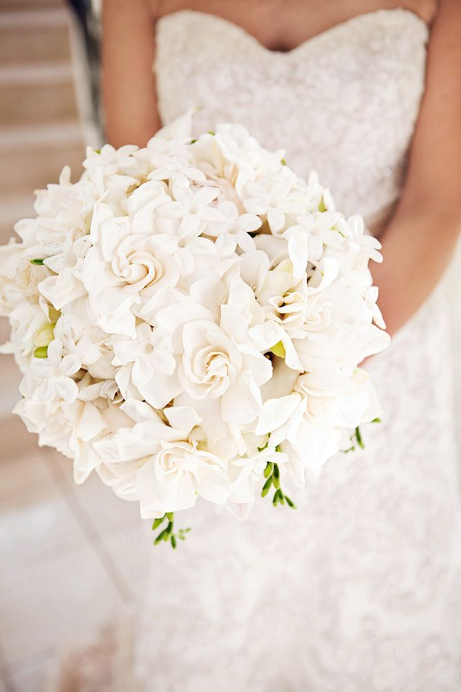36 All White Wedding Bouquets Inspiration