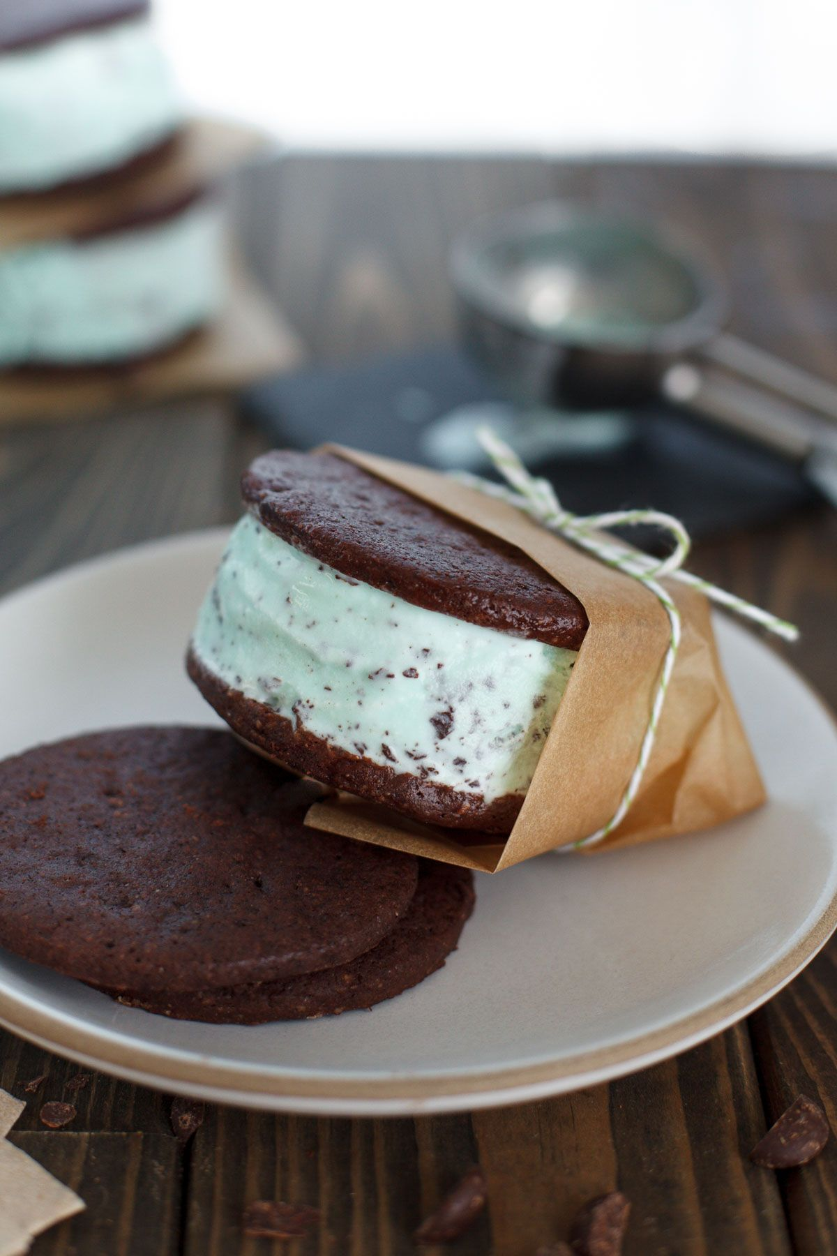 Double mint chocolate chip ice cream sandwiches | Snixy Kitchen