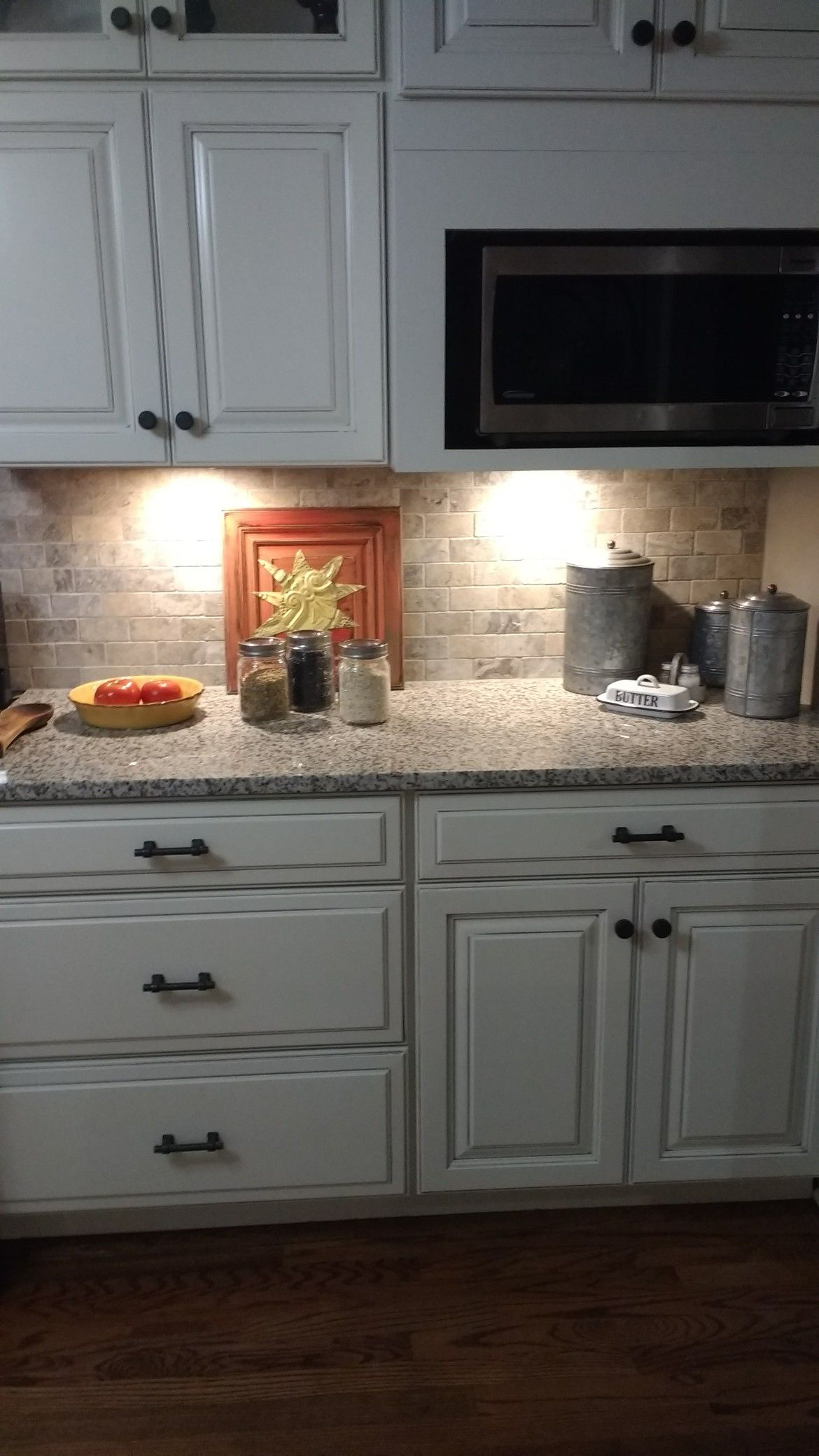 Cotton With Carrara Glaze Cabinets By Thomasville White Sand