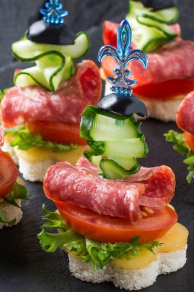 Canapes mit Salami und Tomate