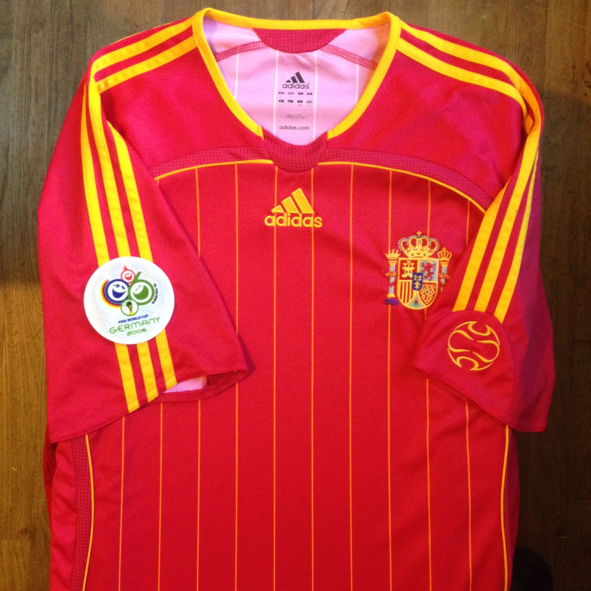 2006 Germany FIFA World Cup Spain Home Jersey    Primera Equipación de la  Selección Española 42421e79a2b34