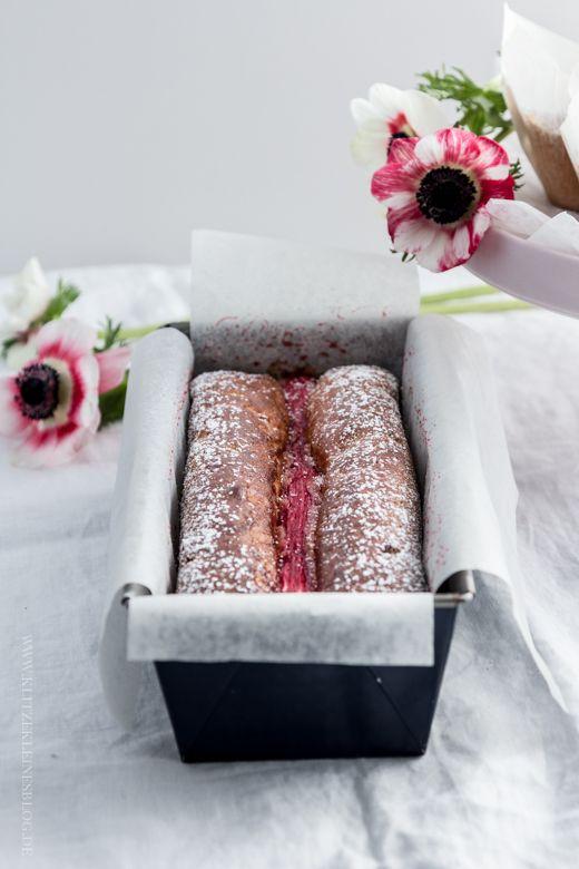 KLITZEKLEIN | Frollein Kleins Rhabarberglück. Einmal als Rhabarberkuchen und das andere Mal als Muffins mit Rhabarber. Ganz wie Du magst! Aber garantiert immer ziemlich köstlich. | http://www.klitzekleinesblog.de