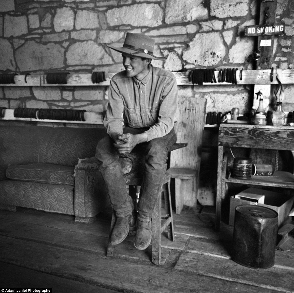 The last cowboys  Stunning black and white images show a rugged and ... d8910dc21c7