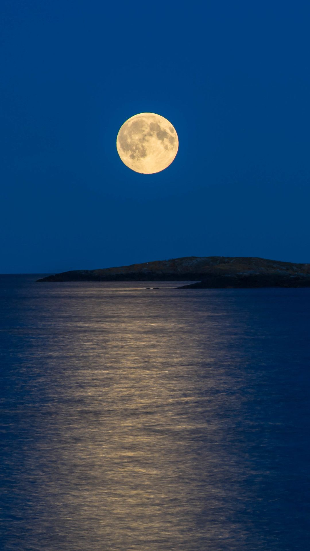Moonlight Reflection In Sea In 1080x1920 Resolution Moonlight Reflection Moonlight Painting Beautiful Night Images