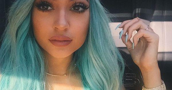Kylie Jenner : Moquée pour ses lèvres, elle inspire un dangereux challenge http://www.purepeople.com/article/kylie-jenner-moquee-pour-ses-levres-elle-inspire-un-dangereux-challenge_a158442/1