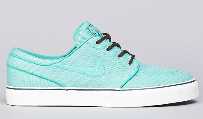 The Nike SB Stefan Janoski is presented in a new crystal mint canvas  colorway and brown leather laces. This is a great pick up for the Janoski  fans.