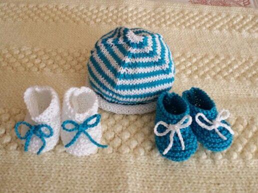 Cappellino e scarpine per neonato