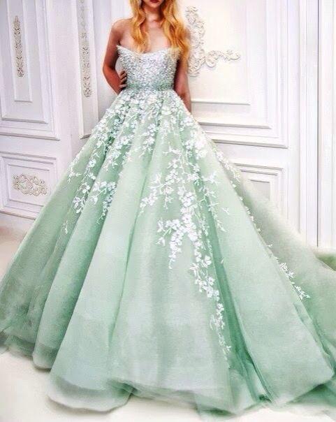 Mintgroene Maxi Jurk.Green Gown With White Floral Detail Pretty Non White Wedding